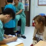 カンボジアの病院での診断風景