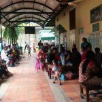 Cambodia病院で子供達が待っている様子